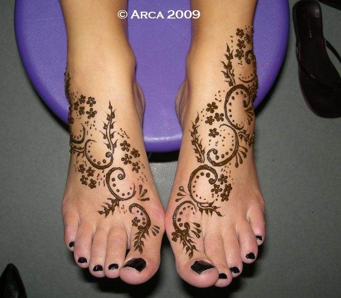 tatouage de pieds au h nn. Black Bedroom Furniture Sets. Home Design Ideas