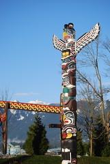 outdoor structure(0.0), totem pole(1.0), art(1.0), sculpture(1.0), landmark(1.0), totem(1.0),