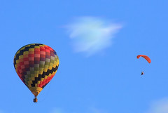 toy(0.0), aircraft(1.0), paragliding(1.0), parachute(1.0), hot air balloon(1.0), vehicle(1.0), air sports(1.0), sports(1.0), extreme sport(1.0), hot air ballooning(1.0), balloon(1.0), sky(1.0),