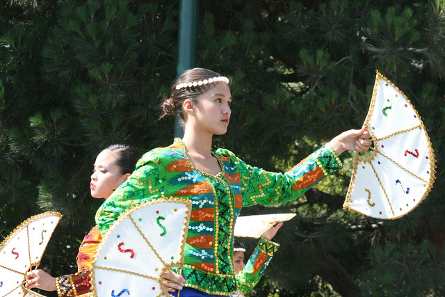 Filipino Traditional Dance http://www.flickr.com/photos/shaireproductions/3860767024/