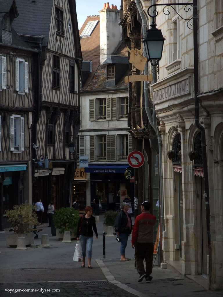 promenade dans bourges capitale du berry. Black Bedroom Furniture Sets. Home Design Ideas