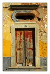Door, Estói