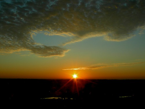 usa hot sunshine clouds sunrise work orlando warm florida january universal 2009 starburst omnihotel championsgate promethean redhotsun viewfrom8thfloor