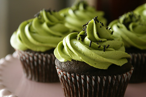 matcha green tea buttercream chocolate cupcakes