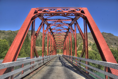 clyde bridge otago nz 200901 red blue sky landscape historic steel truss bridgepix bridgepixing bridging onelane cluthariver southisland vanishingpoint hdr photomatix wikipedia 36x7