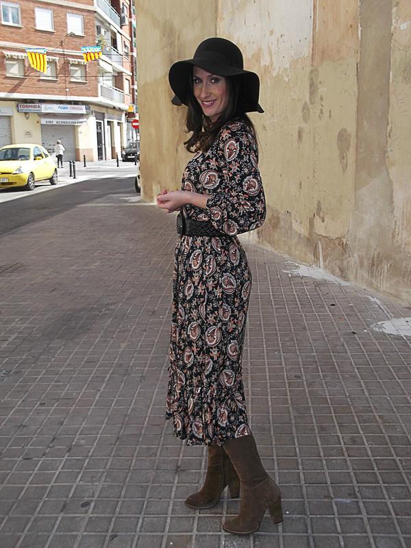 boho chic, vestido estampado paisley, botas mosqueteras caqui, pamela marrón, paisley dress, khaki musketeer boots, pamela hat, mango, zara, masimo dutti, parfois