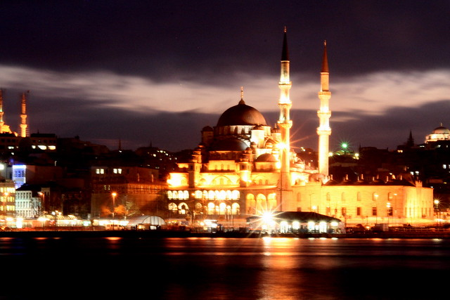 New Mosque, Istanbul - staying in touch while traveling