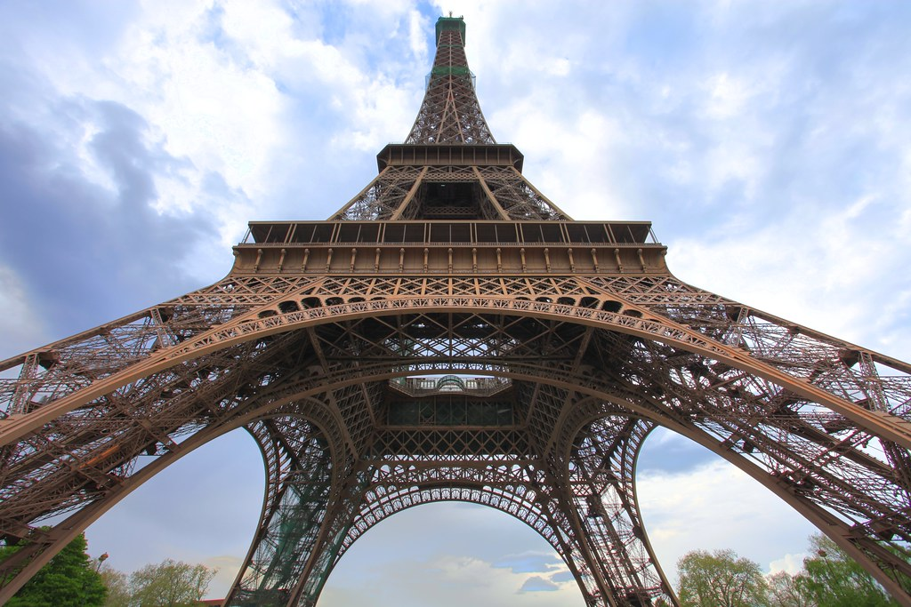 Eiffel Tower GigaPixelized!!  (Paris) (Zoom Inside)
