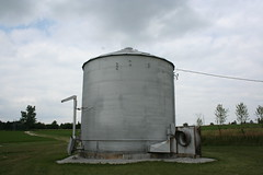 outdoor structure(0.0), observatory(0.0), building(0.0), cooling tower(0.0), storage tank(1.0), silo(1.0),