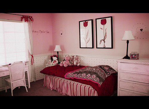 Pretty Pink in the bedroom...