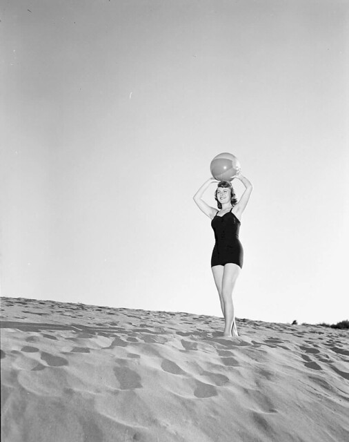 1953 WOMAN POSING IN BATHING SUIT