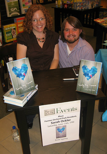 Sarah & Scott, Twenty Boy Summer signing, 2009