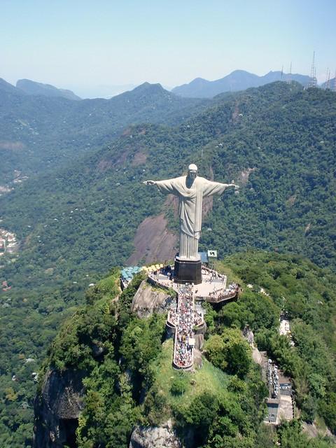 ..braços abertos sobre a Guanabara...