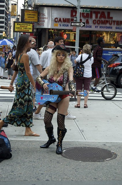 kinky-naked-cowgirl-in-new-york-city
