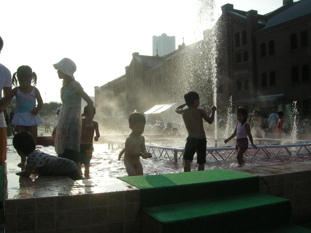 赤レンガで水遊び - Free Photos fotoq