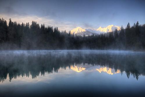 morning blue lake water sunrise landscape schweiz switzerland see spring magic sonnenaufgang morgen hdr flims frühling trin graubünden grisons crestasee flimserbergsturz crestasee2
