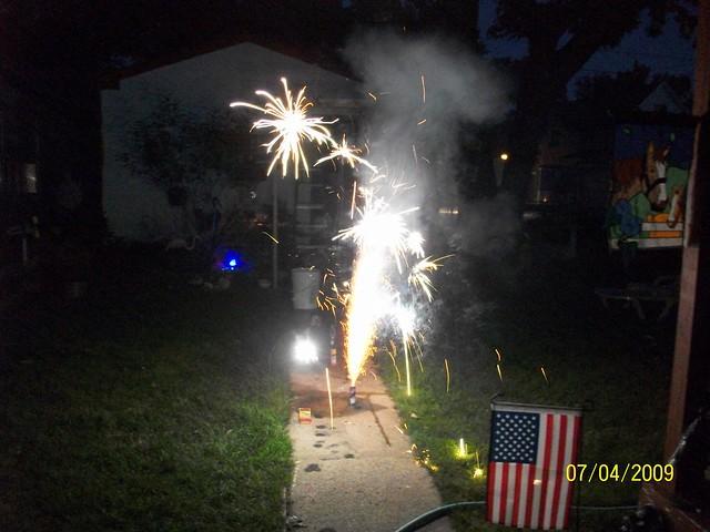 Backyard Fireworks : fireworks  in my backyard  By Ruin Raider  Flickr  Photo Sharing