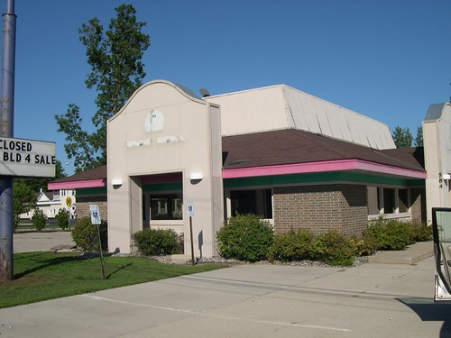 Former Pizza Hut (later Taco Bell, now XS Hair Studio) - Oconto, Wisconsin