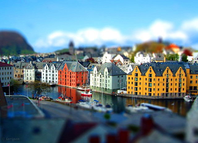 Miniature Ålesund harbour by larigan.