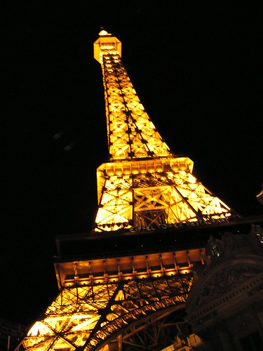 best place to propse in Las Vegas - Eiffel Tower at night