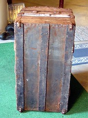 furniture(0.0), chest(0.0), table(0.0), baggage(0.0), trunk(1.0), antique(1.0),