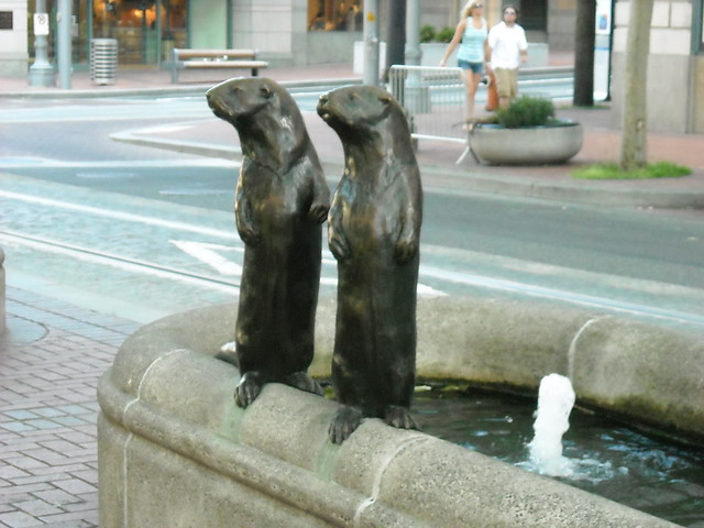 Downtown beaver statues flickr photo sharing for Garden statues portland oregon