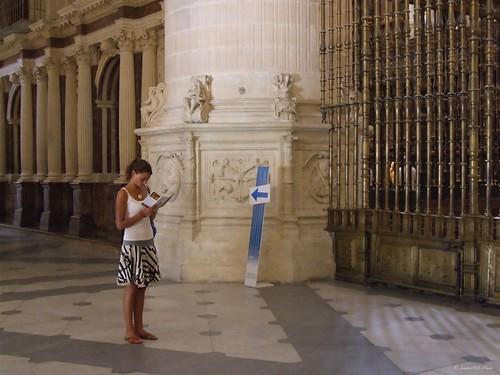 españa church girl spain chica cathedral catedral iglesia tourist stolen burgos turista castillayleón robado vacaciones2009
