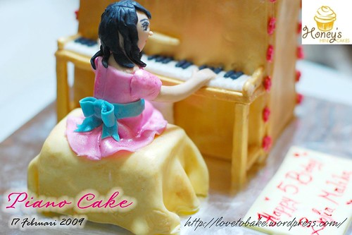 piano cake back