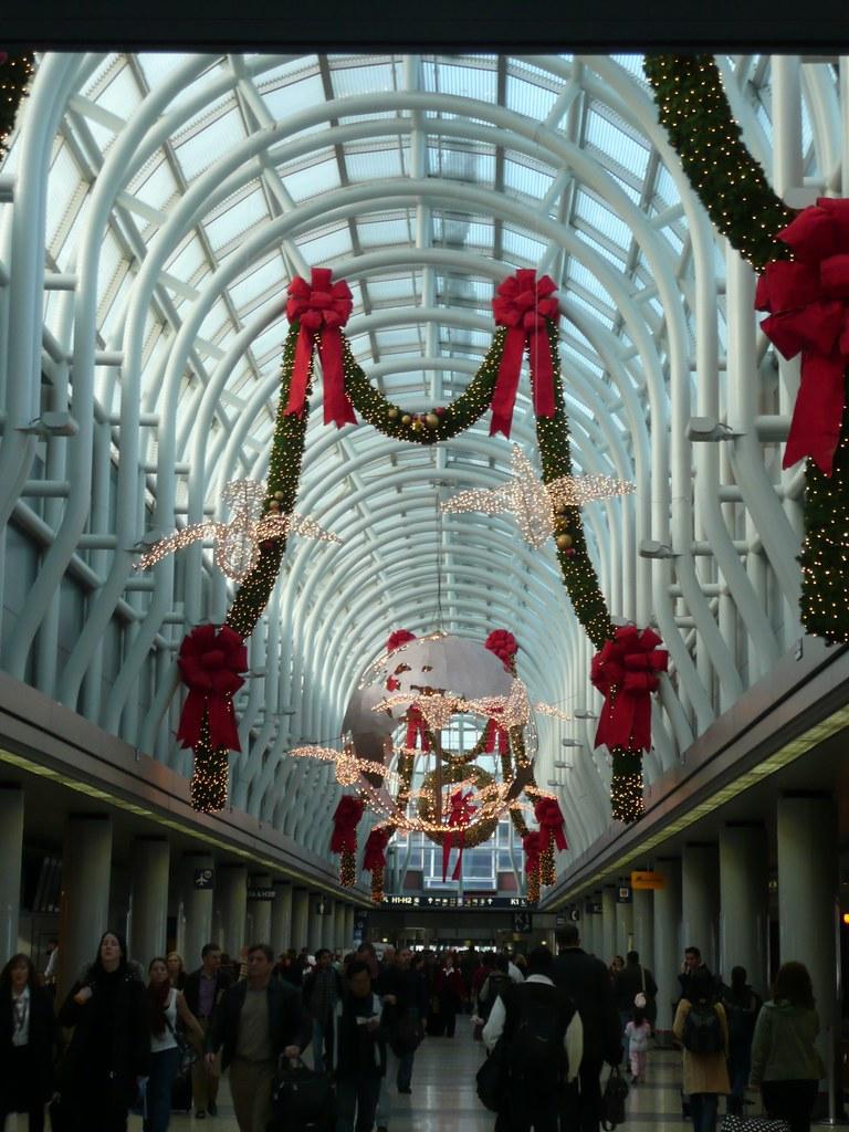 O'Hare 2008 - Christmas Lights and Crowd
