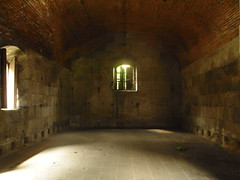 vault(0.0), alley(0.0), crypt(0.0), tunnel(0.0), arch(1.0), hall(1.0), building(1.0),
