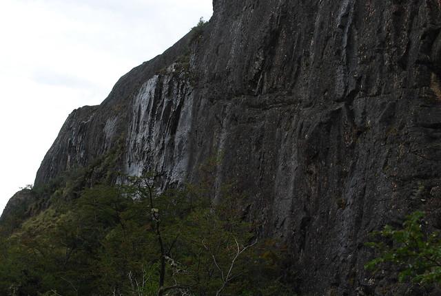 Muro de roca y el agua que escurre flickr photo sharing - Muro de agua ...