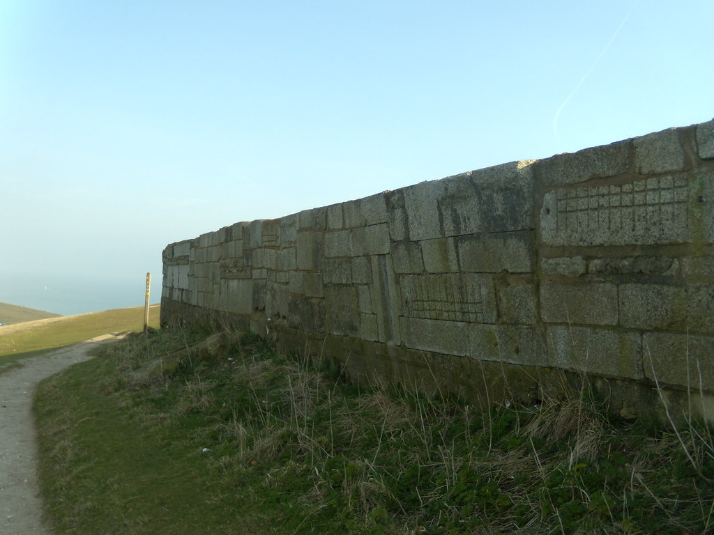 Strange wall - Bel Tout lighthouse Seaford to Eastbourne