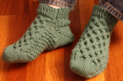 Bed Socks Knitting Pattern 2 Needles : SIMPLE BED SOCK KNITTING PATTERN DESIGNS & PATTERNS