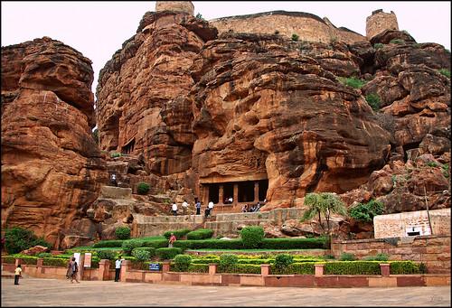 india tourism century sandstone vishnu fort dwarf almond cave shiva karnataka 5th nagara badami chalukya dravidian tipu narsimha rockcut gana tipusultan natraja varaha southfort agastyatirtha trivikrama badamicaves decanniart