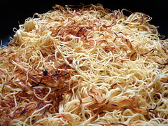 cellophane noodles(0.0), spaghetti aglio e olio(0.0), carbonara(0.0), chow mein(0.0), fried noodles(1.0), pancit(1.0), spaghetti(1.0), pasta(1.0), produce(1.0), food(1.0), dish(1.0), chinese noodles(1.0), vermicelli(1.0), cuisine(1.0),