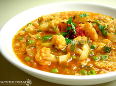 seafood(0.0), laksa(0.0), stew(1.0), curry(1.0), vegetable(1.0), noodle soup(1.0), red curry(1.0), produce(1.0), food(1.0), dish(1.0), cuisine(1.0),