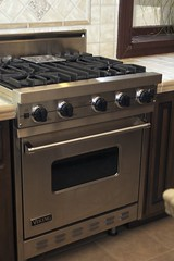 kitchen appliance(1.0), room(1.0), gas stove(1.0), kitchen stove(1.0),