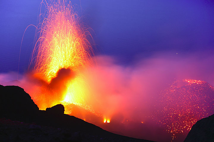 Eruption from the NW vent of Stromboli volcano