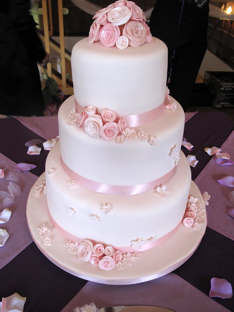wedding cake roses pink pink roses wedding cake side view this is my 23713