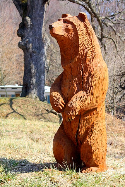 Bear chainsaw carving old us e on right as you go