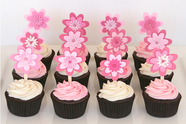 Baby shower cupcakes with flower toppers flickr photo sharing