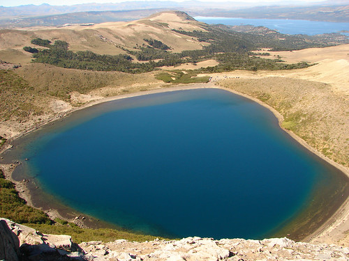 Laguna en el cráter del Volcán Batea Mahuida, Villa Pehuenia