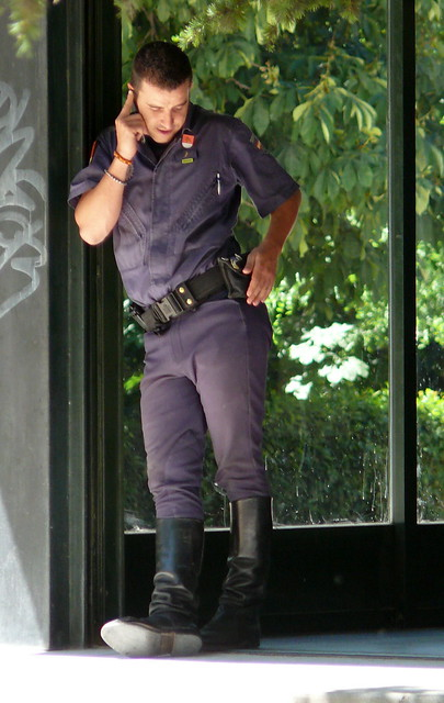 Police Bulges http://www.flickr.com/photos/copsadmirer/3576464792/