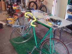 road bicycle, wheel, vehicle, sports equipment, racing bicycle, land vehicle, bicycle,