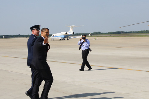 Obama Waves to Press
