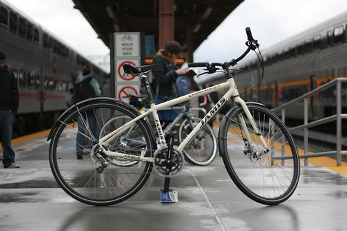 Jamis Commuter 4.0 at train statoin