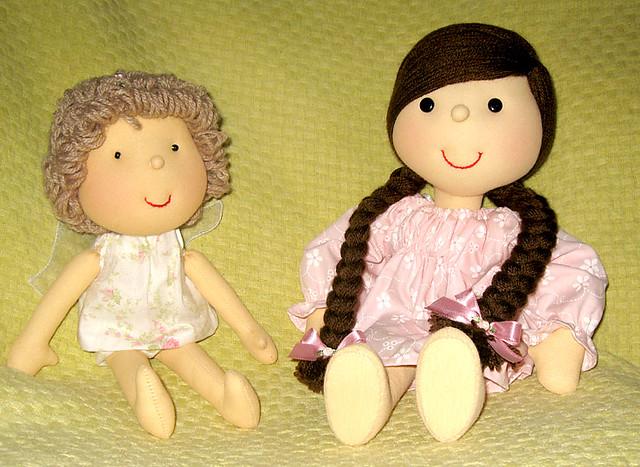 Anjinho e Boneca com tranças marron
