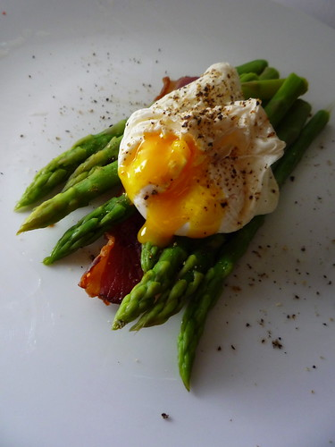 Aspargus with Poached eggs and Grilled Bacon