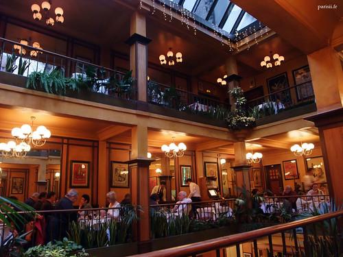 vrai restaurant parisien le caf du commerce le blog de paris. Black Bedroom Furniture Sets. Home Design Ideas