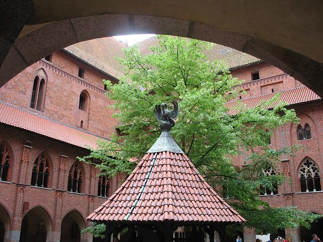 Patio y pozo del Castillo de Malbork